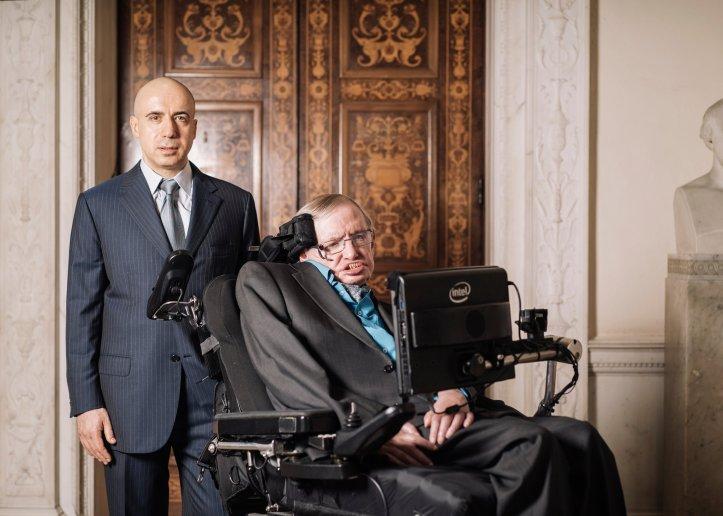 Yuri Milner og Stephen Hawking.